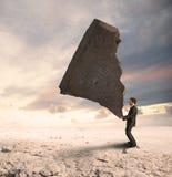 Бизнесмен бросая вызов затруднения Стоковые Изображения