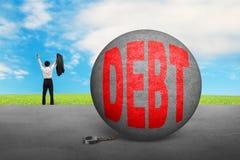 Бизнесмен веселя бесплатно от сережки шарика задолженности иллюстрация штока