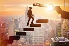 Бизнесмен взбираясь лестница карьеры успеха стоковые фото