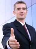 бизнесмен вручает готовый shake к Стоковое Изображение