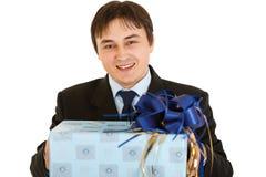 бизнесмен вручает удерживанию присутствующих ся детенышей Стоковые Изображения