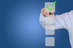 Бизнесмен выбирая выбор флажка для дела, organizatio Стоковая Фотография
