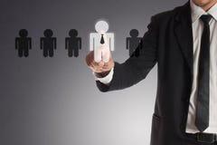 Бизнесмен выбирая правого партнера от много выбранных Стоковое Фото