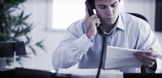 Бизнесмен вызывая автора письма Стоковая Фотография RF