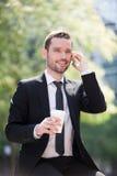 Бизнесмен выпивая кофе во время пролома Стоковое Изображение