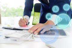 Бизнесмен высчитывает бухгалтера Стоковая Фотография