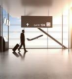 Бизнесмен в авиапорте стоковые изображения