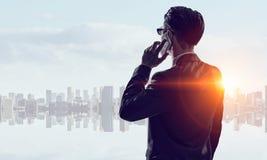 Бизнесмен в большом городе Мультимедиа Стоковая Фотография