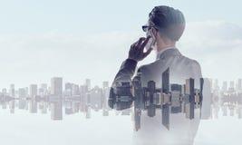 Бизнесмен в большом городе Стоковое фото RF