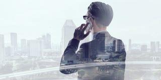Бизнесмен в большом городе Стоковое Изображение