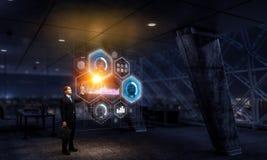 Бизнесмен в его офисе Мультимедиа Стоковое Изображение RF
