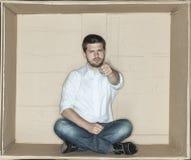 Бизнесмен в коробке показывая вас стоковая фотография rf