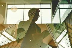 Бизнесмен в офисе Стоковые Изображения RF