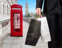 Бизнесмен в покупках Лондона стоковая фотография