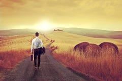 Бизнесмен в сельской местности Стоковое фото RF