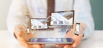 Бизнесмен держащ приборы соединенные с переводом сети 3d мультимедиа облака стоковые изображения