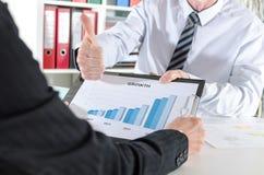 бизнесмен его показывая большой пец руки вверх Стоковые Фотографии RF