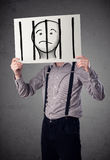 Бизнесмен держа бумагу с пленником за барами дальше i Стоковая Фотография RF