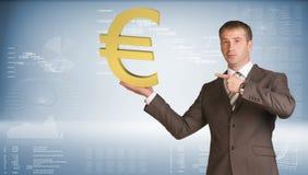 Бизнесмен держа знак евро голубой градиент Стоковые Изображения RF