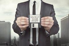 Бизнесмен держа дискет в руках Стоковое Фото