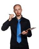 Бизнесмен держа папку и ручку Стоковые Фото