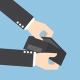 Бизнесмен держа пустой бумажник Стоковое Изображение