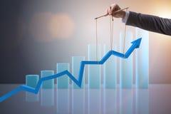 Бизнесмен держа рост в экономике Стоковые Изображения RF
