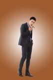 Бизнесмен держа сигару стоковые фото