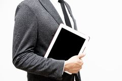 Бизнесмен держа таблетку компьютера стоковая фотография rf