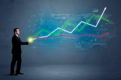 Бизнесмен держа фондовую биржу Стоковое Фото