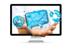 Бизнесмен держа цифровой значок электронной почты 3D в его руке Стоковое Фото