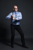 Бизнесмен держа шпагу katana Стоковое Фото