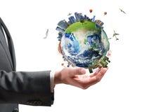 Бизнесмен держит современный мир стоковое изображение rf