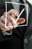 Бизнесмен делая контрольную пометку Стоковое Фото
