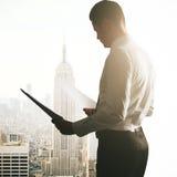 бизнесмен делая обработку документов Стоковые Изображения