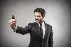 Бизнесмен делая selfie стоковое фото