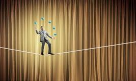 Бизнесмен жонглируя с шариками Стоковая Фотография RF