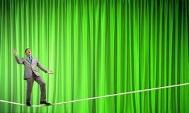 Бизнесмен жонглируя с шариками Стоковая Фотография