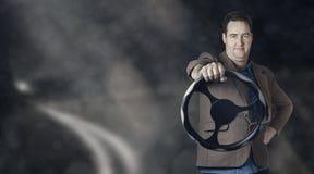 Бизнесмен за колесом управляя автомобилем Стоковые Фото