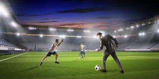 бизнесмен играя футбол Мультимедиа Стоковые Фото