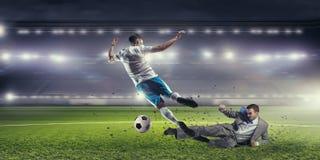 бизнесмен играя футбол Мультимедиа Стоковое фото RF