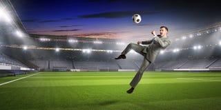 бизнесмен играя футбол Мультимедиа Стоковая Фотография