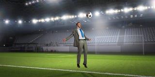 бизнесмен играя футбол Мультимедиа Стоковые Изображения RF