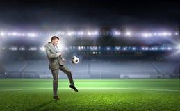 бизнесмен играя футбол Мультимедиа Стоковое Изображение RF
