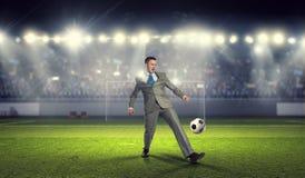 бизнесмен играя футбол Мультимедиа Стоковые Изображения