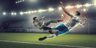 Бизнесмен играя шарик стоковая фотография