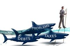 Бизнесмен избегая оплачивающ высокие налоги стоковые изображения