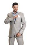 Бизнесмен извлекая карточку от карманн Стоковые Изображения