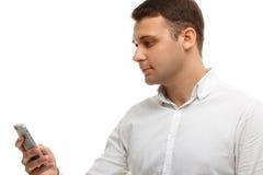 Бизнесмен используя его телефон изолированный на белизне Стоковые Изображения