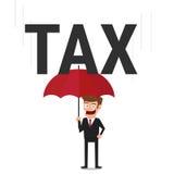 Бизнесмен используя зонтик для защищать его от налога Стоковые Фото